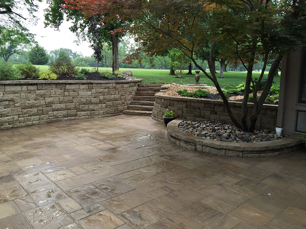 Custom paver patios in kansas city supreme green landworks for Green pavers